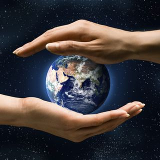 Earth hands MPj04373580000[1]